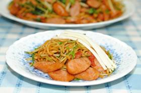 大皿で♪粗挽きウインナーの焼そば(チーズのせ)☆トマト風味☆【マルちゃんで焼そばパーティ#7】