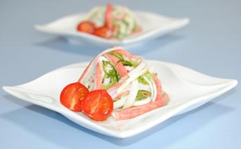 キュウリ・かにかま・チーズのサラダ☆ミニトマト添え【味わいすっきり♪レモンドレッシングで】
