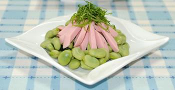 そら豆とキュウリと魚肉ソーセージのサラダ☆大葉添え【味わいすっきり♪塩ごまドレッシングで】