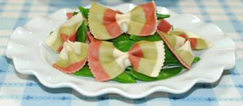 スナップエンドウとファルファッレのサラダ☆ミニトマト添えの作り方
